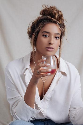 モデル飲酒ワイン