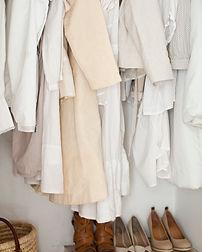 Crema y ropa blanca