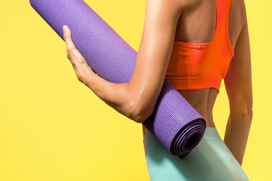 Yogamatte halten