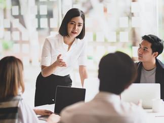 Cómo establecer contactos con personas que no conoce y obtener el trabajo que desea