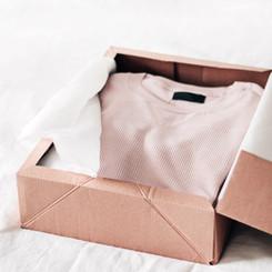 Una camisa en una caja