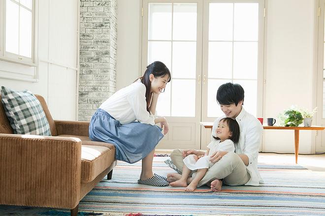 집에서 행복한 가족