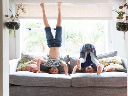 """Prolongement du confinement: Sauter sur les lits ou passez en mode """"sophro""""?"""