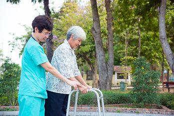 Senior patiënt met rollator