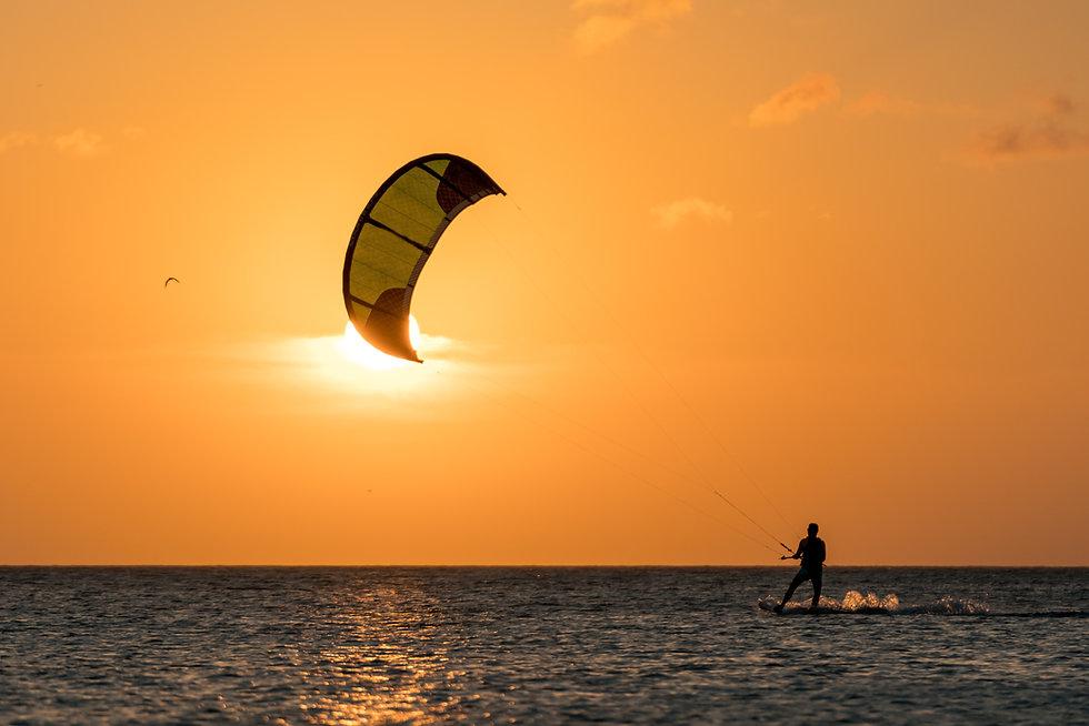 Coucher de soleil de kitesurf
