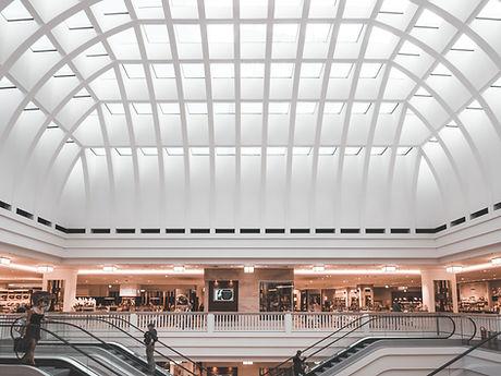 Escaladores em um shopping