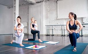Unga mödrar som håller sig i form
