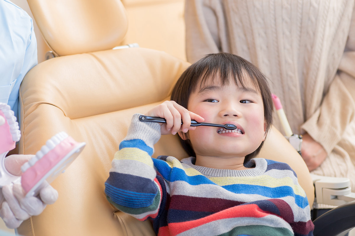 歯みがきをする子供2