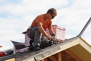 Beim Dachdecken