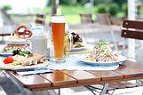 Mittagessen mit Bier