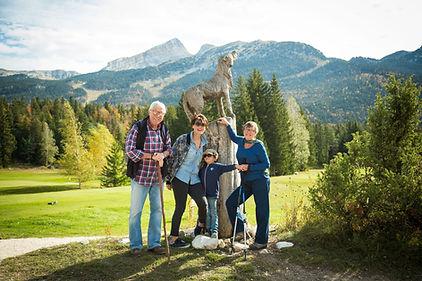Familia en una caminata