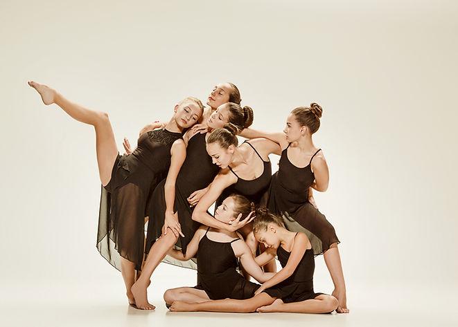 Młodzi Współcześni Tancerze