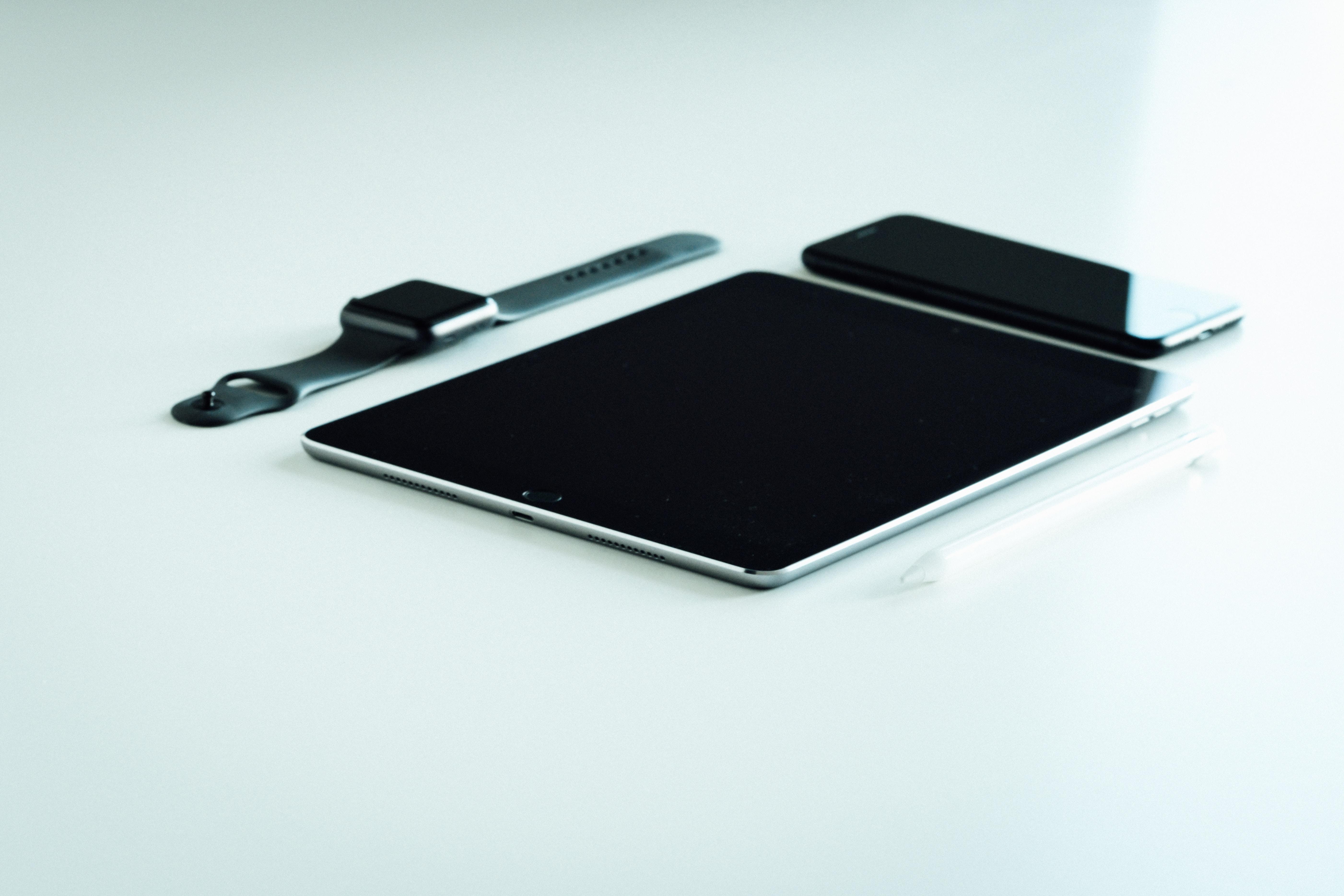 Tablet, telefone e relógio