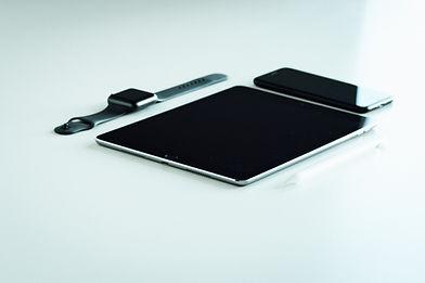 Tableta, teléfono y reloj