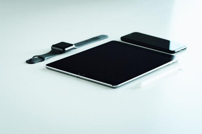 Tablette, téléphone et montre
