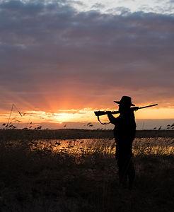 Chasseur avec fusil de chasse