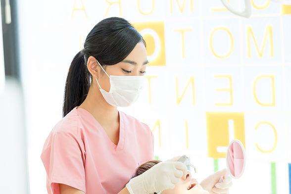 若い女性、歯科衛生士、歯科助手、歯科、治療