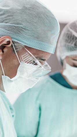 Chirurgen tijdens operatie