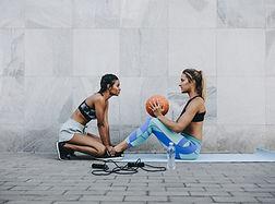 Mujeres entrenando al aire libre