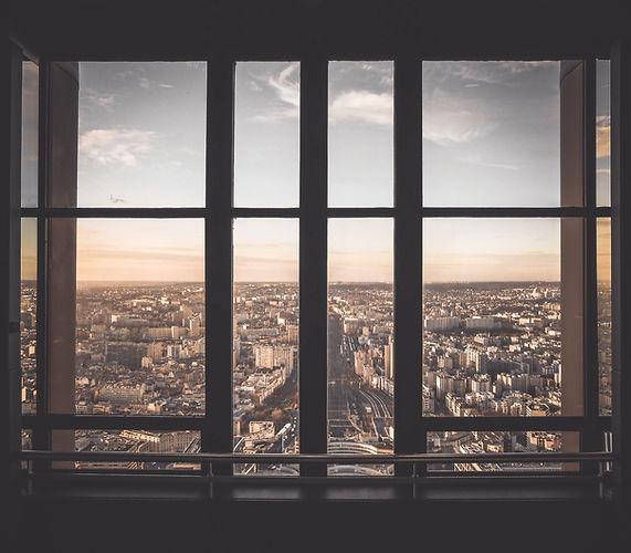 Vue urbaine de la fenêtre