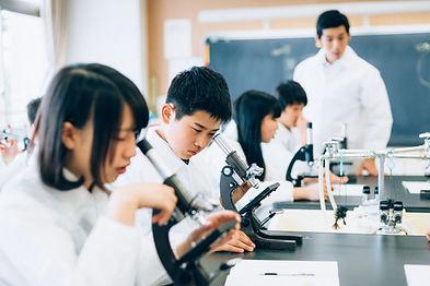 理科の授業(顕微鏡)