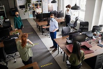 Социальное дистанцирование в офисе