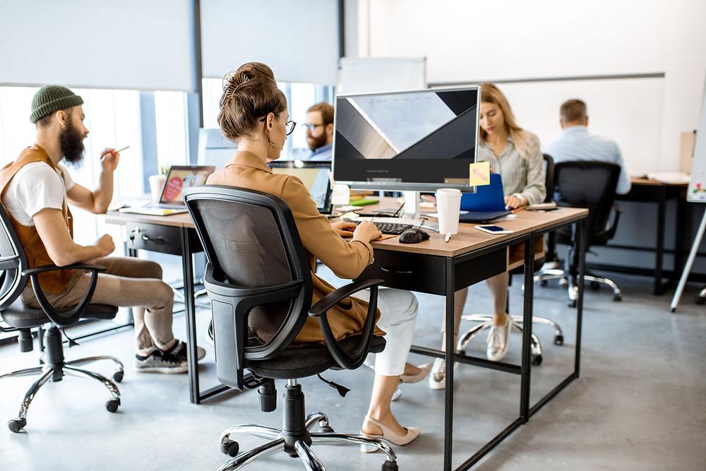 Les centres de coworking permettent de conserver le lien social, d'optimiser le temps de travail grâce aux outils performants à disposition et favorise l'autonomie.