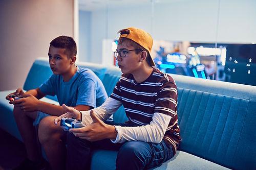 Çocuklar okullarda oyunlar hakkında ders ve ders dışı e-spor etkinliklerinin yer almasını istiyor