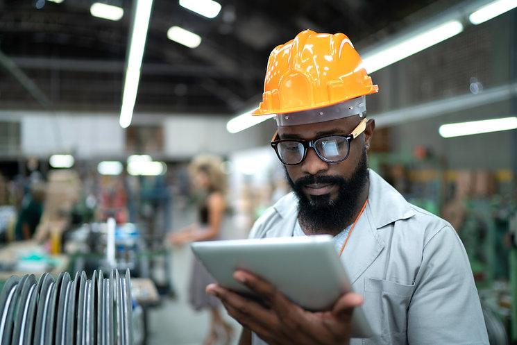 Engenheiro em Tablet