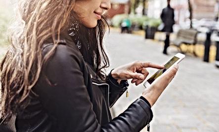 Mujer en su smartphone