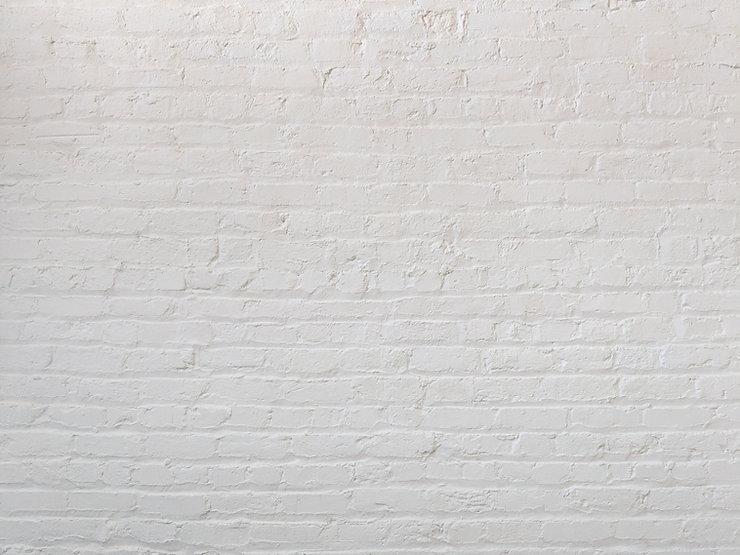 witte bakstenen muur