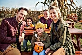 Famiglia a Pumpkin Patch