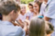 Dzieci Heaping Hands
