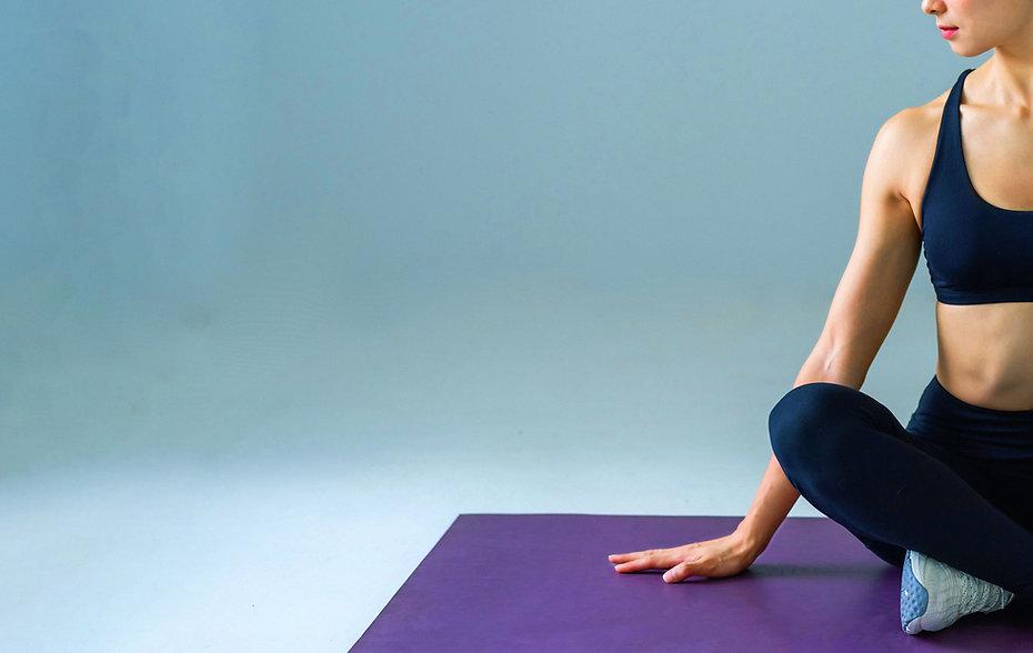 Fitness em tapete de ioga