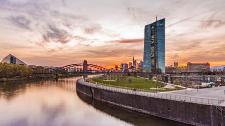 LAG Hessen, 16.02.2021, 10 Ta 350/20: Zur Vollstreckung wegen der Erteilung eines Arbeitszeugnisses