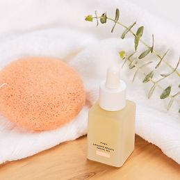 Esponja e óleo facial