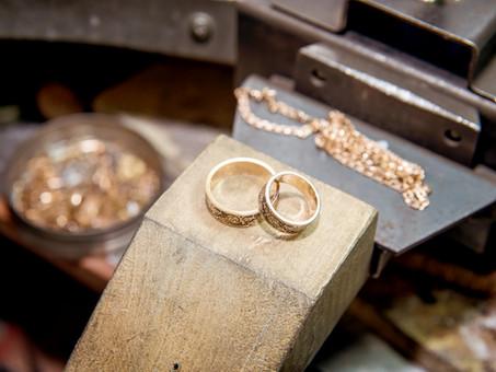 宝石商が伝えたい、ブライダルリングにおすすめの金属について(金の品位編)