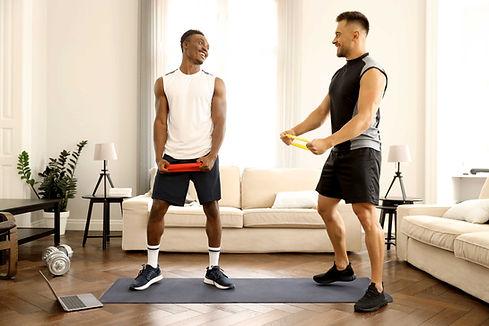 Amigos haciendo ejercicio juntos