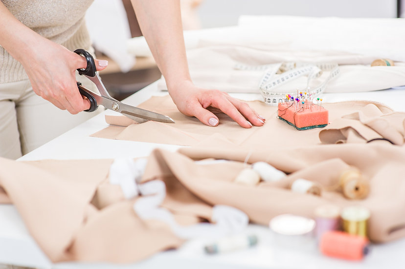 Introduction to dressmaking: Patterns / Fabrics / Cutting out
