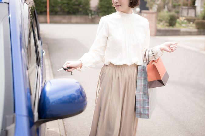 買い物帰りの女性