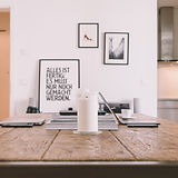 Espace de travail de table en bois