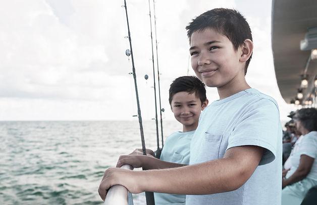 漁船の子供たち