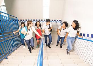 上樓的學生