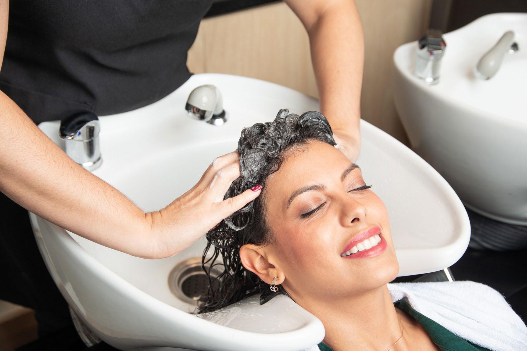 Luxury Cut Incl.Head Massage & Treatment