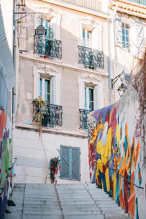 Escaliers avec graffiti