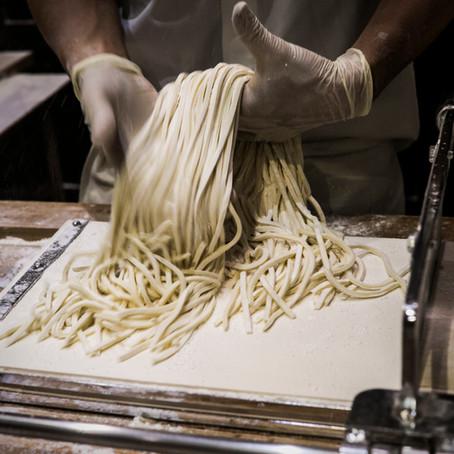 Glovo y Deliveroo impulsan las 'dark kitchens' para mejorar la eficiencia de los restaurantes