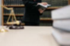 Überprüfung der Gesetze