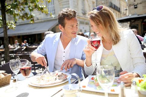 Couple, avoir déjeuner