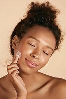 Aplicação de creme facial