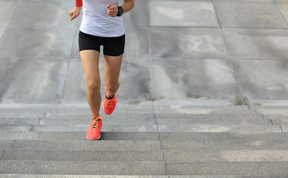 年輕女子跑步